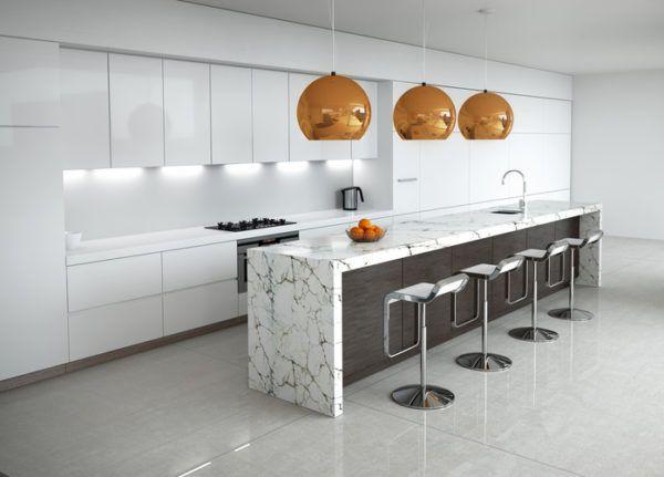 Cocinas grises con lampases doradas